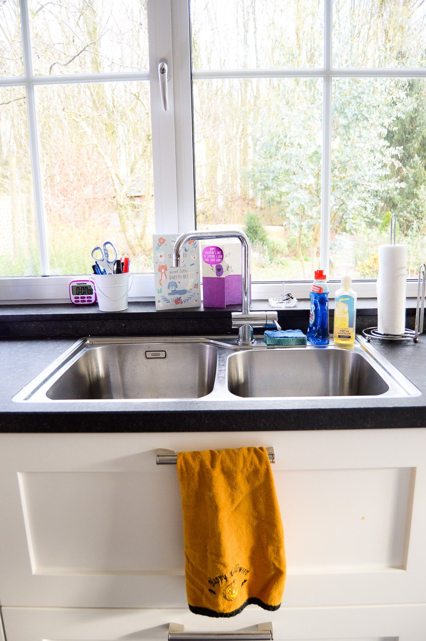 kitchen sink makeover - before