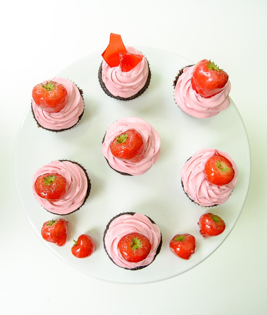 chocolate cupcakes strawberry frosting